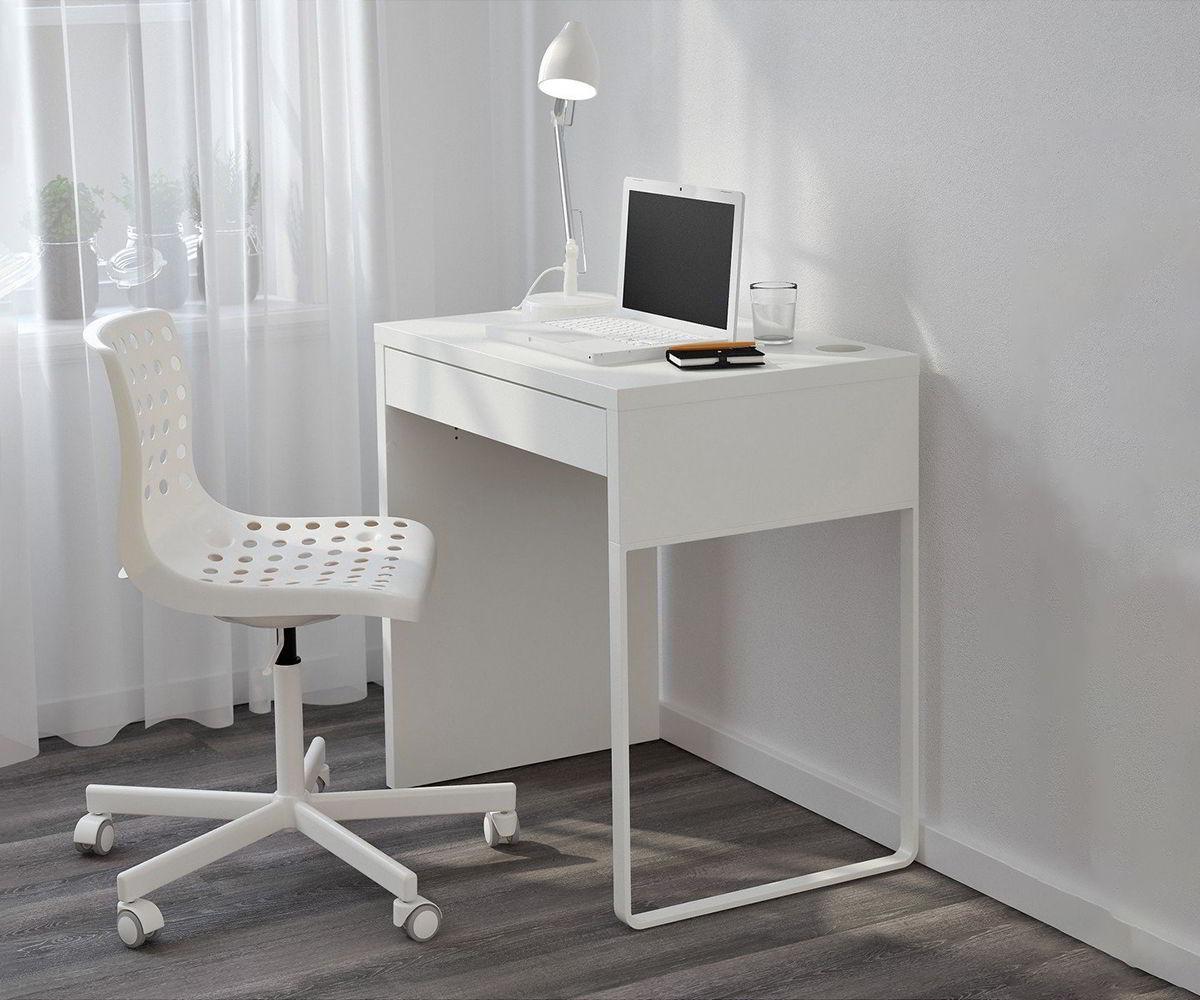bộ bàn ghế màu trắng nhỏ gọn