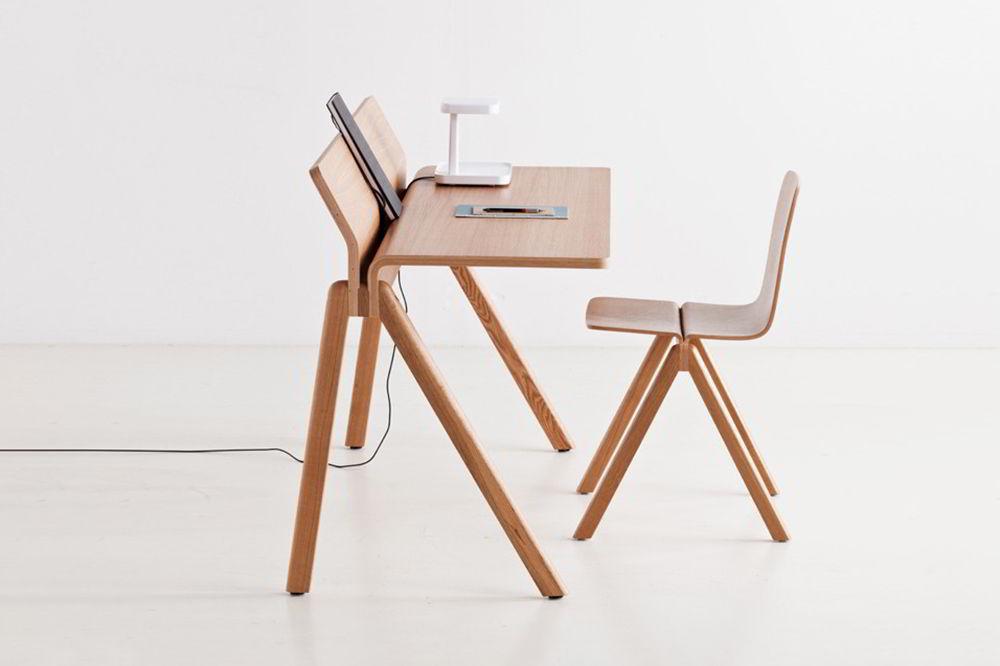 bàn làm việc làm bằng gỗ