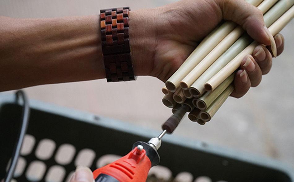 Tạo độ mềm mại cho ống tre là điều rất cần thiết